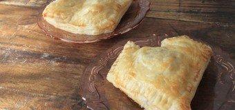 Hartig Valentijnsbroodje met mozzarella en tomaat