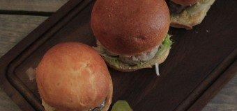 Hamburgers eten in Rotterdam bij Burger Club