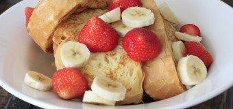 Wentelteefjes van turks brood met aardbeien