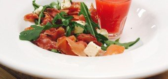 Serrano feta salade met watermeloen dressing