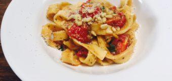 Snelle pasta met frisse cherrytomaatjes