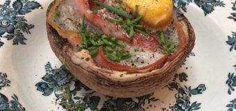 Gevulde portobello met ei en rauwe ham