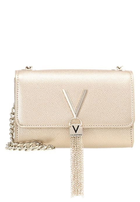 Pastel roze valentino clutch happy musthaves maart shoptips blogger Foodinista