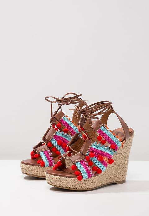 Plateau sandalen met rode pompons favorieten blogger Foodinista