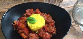 Spaanse stoofschotel met chorizo en paprika