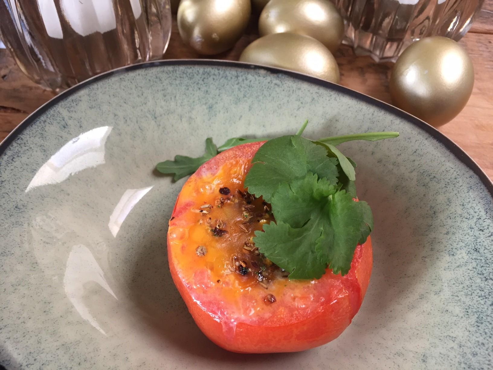 Gevulde tomaten met ei en kruiden