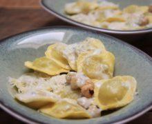 Gegratineerde ravioli ovenschotel met gorgonzola bechamel