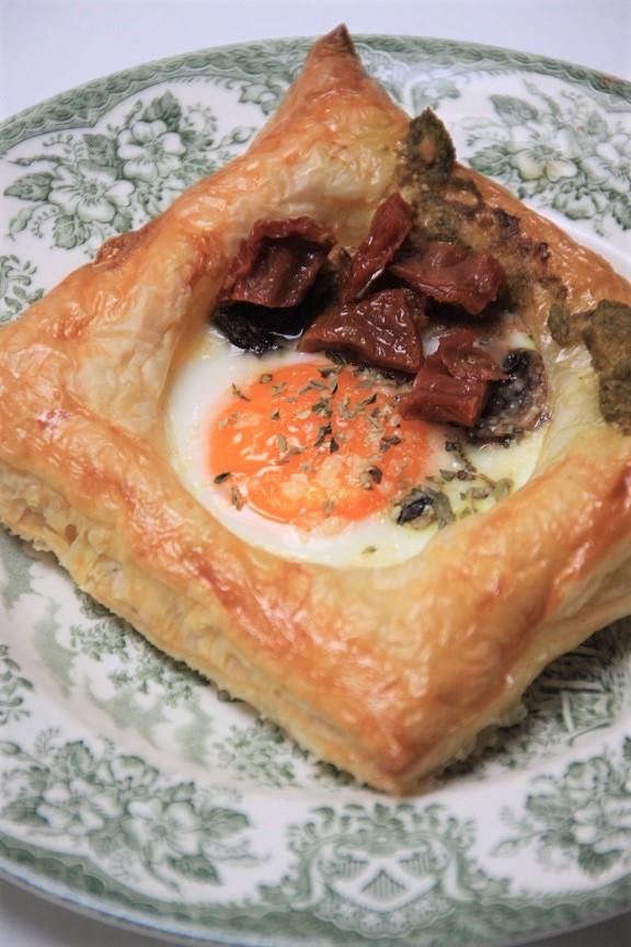 Italiaanse stijl gebakken ei in bladerdeeg recept foodblog Foodinista