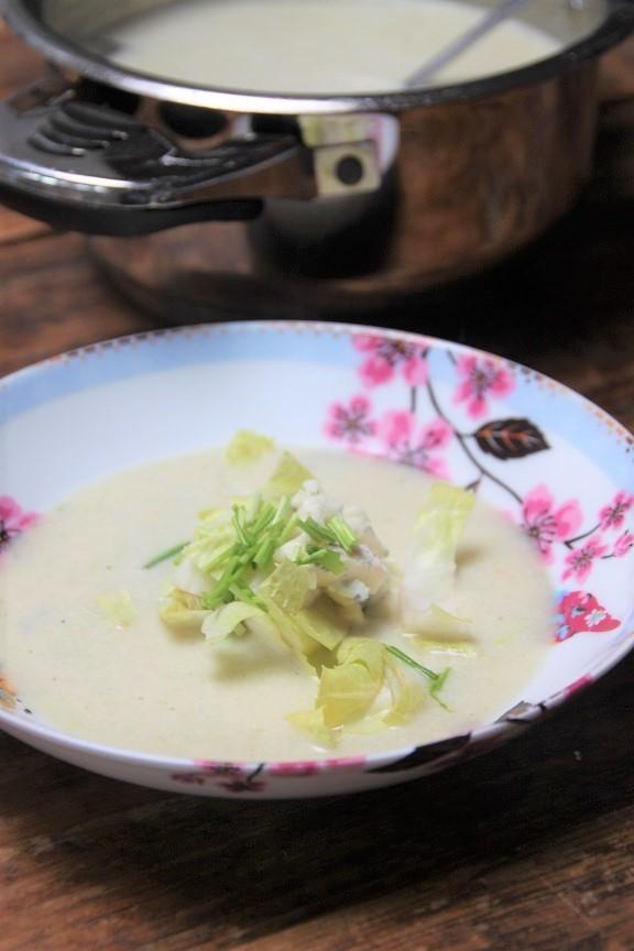 Soep met witlof en gorgonzola recept op foodblog Foodinista